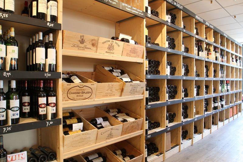 wijnrekken en stellingen Mondovino